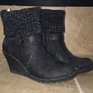 MUKLUKS Black Wedge Ankle Boots